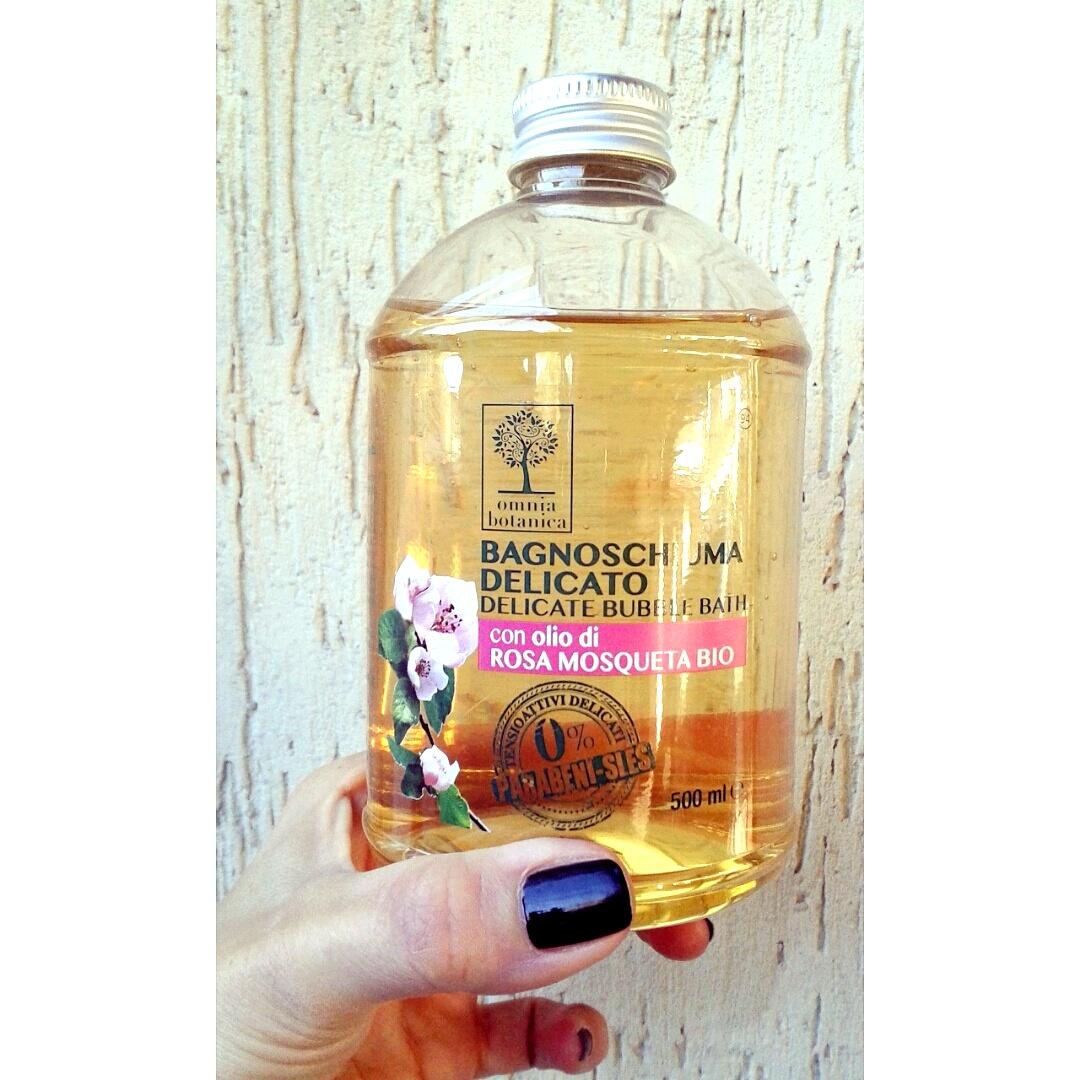 Bagnoschiuma delicato con olio di rosa mosqueta bio di Omnia Botanica (Spring Beauty Secrets) #naturally