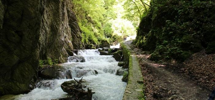 http://www.rifugiorubbiano.com/natura-e-sport-a-rubbiano-di-montefortino-e-sui-sibillini/le-gole-dell-infernaccio-e-leremo-di-san-leonardo/