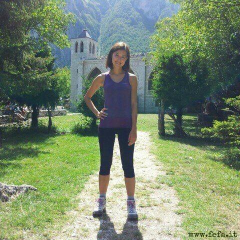 Escursioniste soddisfatte nel magico mondo dell'Eremo di San Leonardo, tra i Monti Sibillini (Marche)